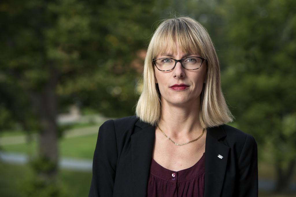 Maria Tenje, forskare i mikrosystemteknik vid Uppsala universitet och ledamot vid Sveriges Unga Akademi. Foto: Markus Marcetic
