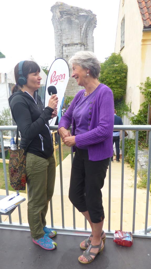 Natalie von der Lehr intervjuar Anna Blücher, lektor i nutrition och livsmedelsvetenskap vid Linnéuniversitetet. Foto: Ch. Blücher